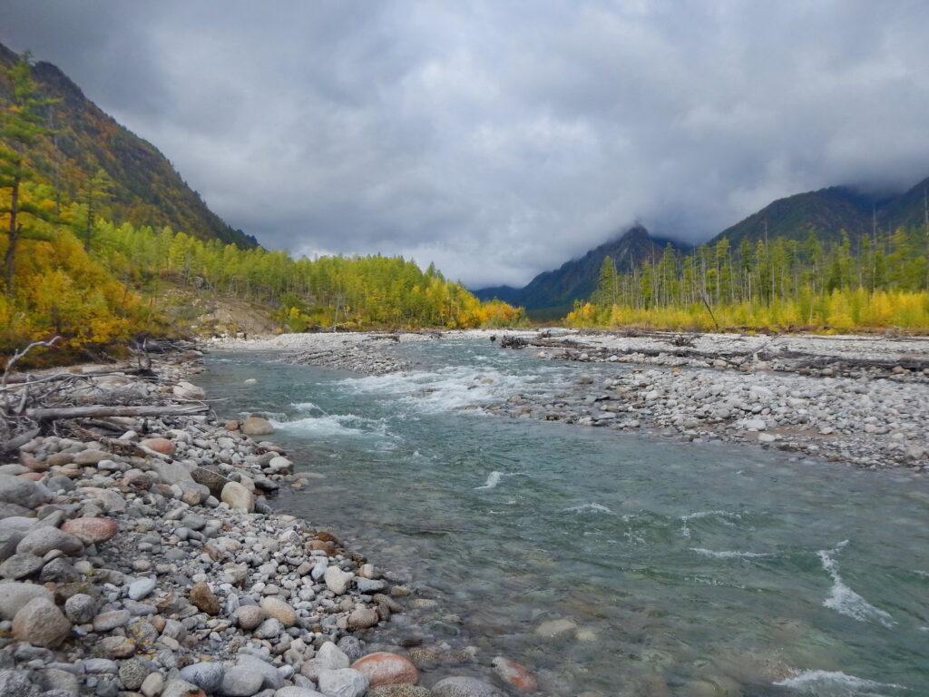 Дорога и лагеря вдоль реки Верхний Сакукан